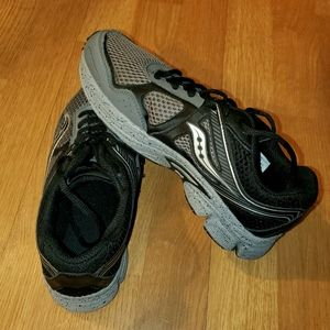 HARDLY WORN youth running sneakers